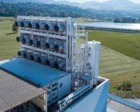 Tο πρώτο εργοστάσιο που «ρουφά» διοξείδιο από την ατμόσφαιρα και το στέλνει σε θερμοκήπια με λαχανικά