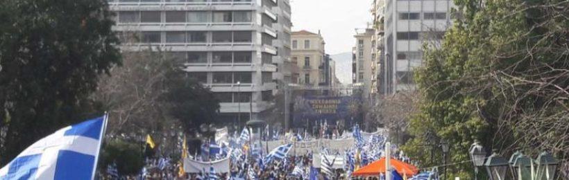 Αθήνα: Συγκλονιστικό το συλλαλητήριο με χιλιάδες Έλληνες στο Σύνταγμα – Βίντεο – φωτο