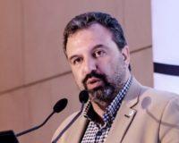 """Σταύρος Αραχωβίτης: """"Τα ΜΑΤ της κυβέρνησης έκλεισαν το δρόμο διαλόγου προς τους αγρότες"""""""