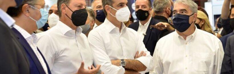 Επίσκεψη του πρωθυπουργού στο περίπτερο του ΥΠΑΑΤ